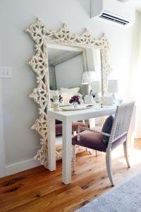 bureau met grote spiegel